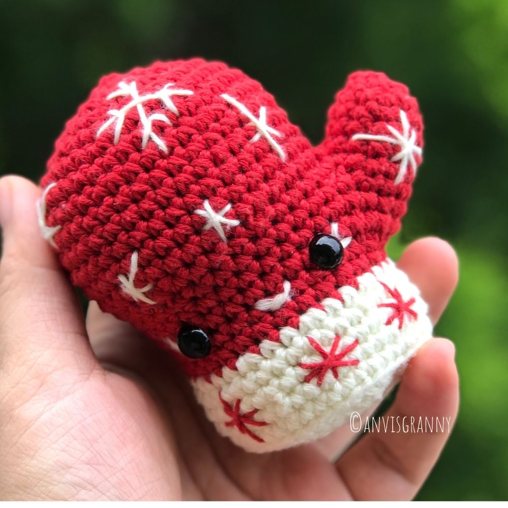 Looking for some fun and easy crochet patterns? Get started on your gifts for the holidays by grabbing these fun Christmas crochet patterns.