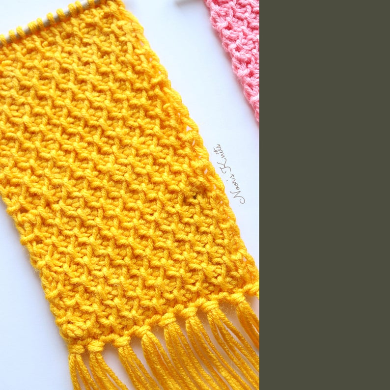 Use up your yarn stash with this free crochet wall hanging pattern. This crochet wall hanging is great to practice Tunisian crochet stitches.